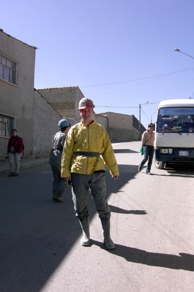 Remco in mijnwerkersoutfit Potosi Bolivia